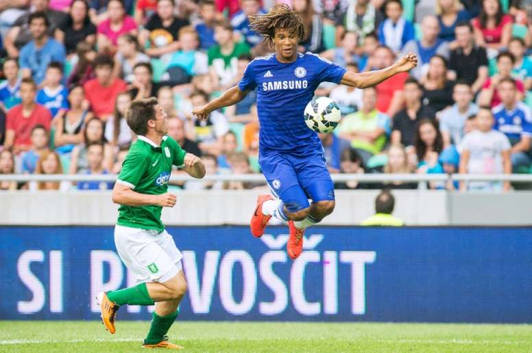 Aké jugará en el City. AFP