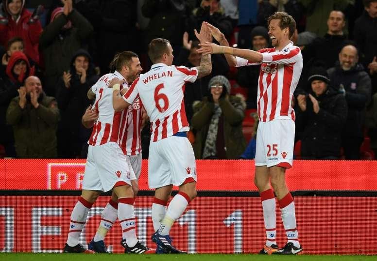 Robertson podría llegar al Stoke City. AFP