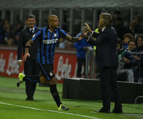 Felipe Melo revives the fight. AFP