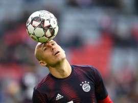 Robben pode voltar a jogar em gramados brasileiros. AFP