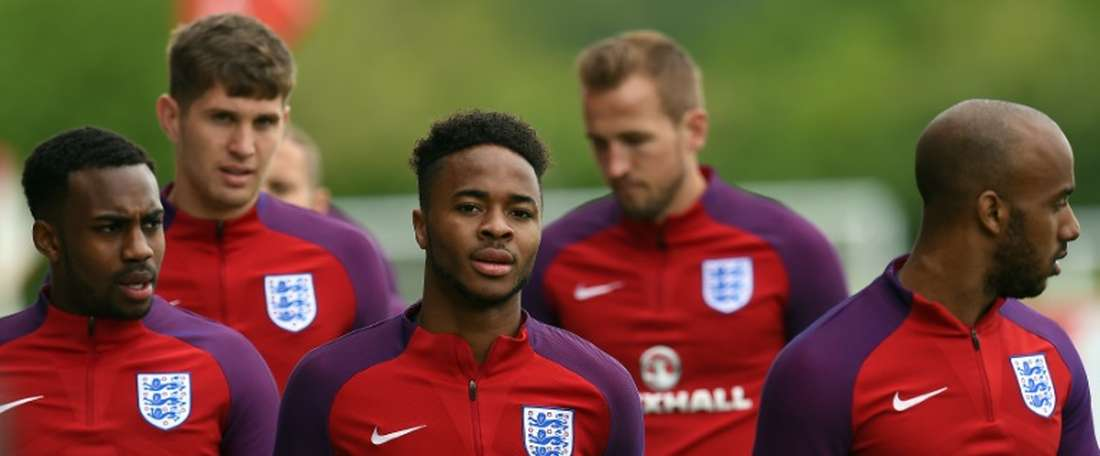England's Danny Rose (L), John Stones (2nd L), Raheem Sterling (C), Harry Kane (2nd R) and Fabian Delph (R) take part in a training session at St George's Park