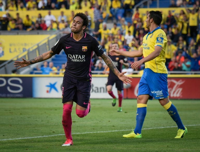 De Barcelona Triunfo Neymar 'fato Veste Para Besoccer Ao Dar O Gala' qqatRFz