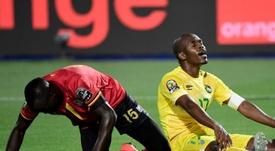 Uganda y Zimbabue apilaron claros fallos ante puerta. AFP