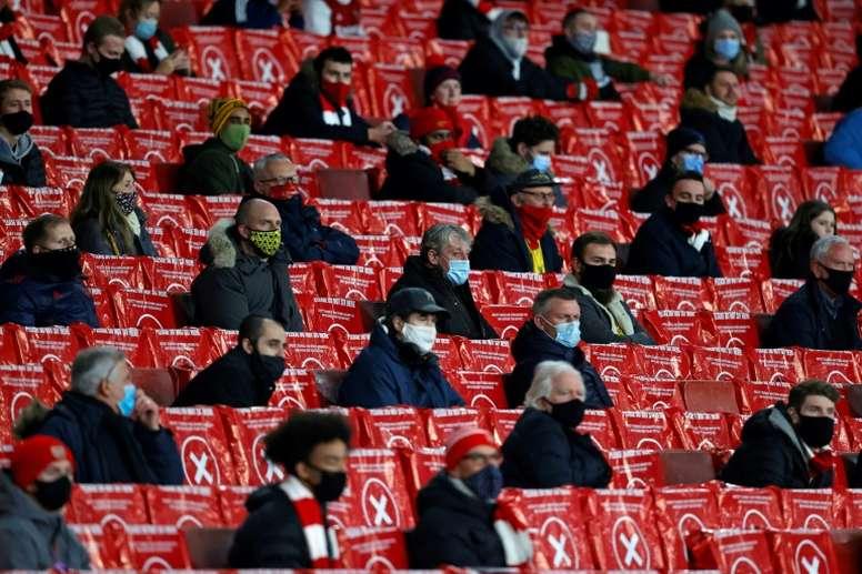 Les supporters de retour dans cinq stades Premier League. AFP