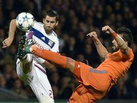 Valencias Spanish forward Alvaro Negredo (R) vies for the ball with Lyons French midfielder Maxime Gonalons during the Champions League group H football match on September 29, 2015 at the Gerland stadium in Lyon, France