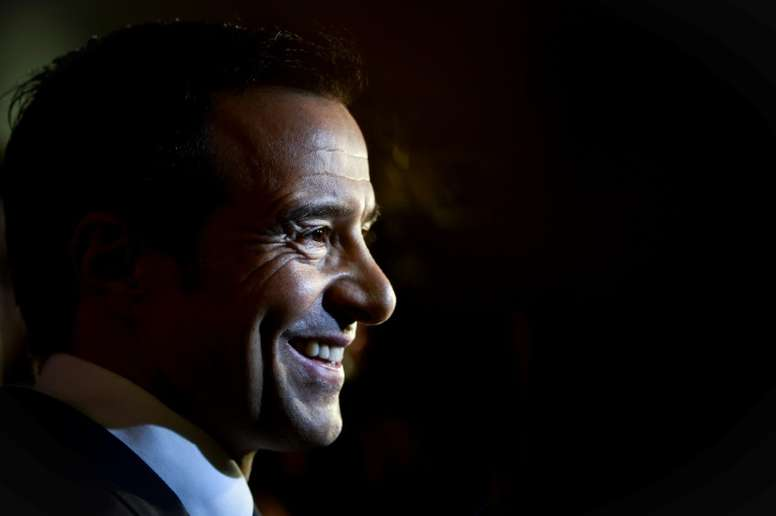 Jorge Mendes, en Londres para cerrar la llegada de Gedson. AFP