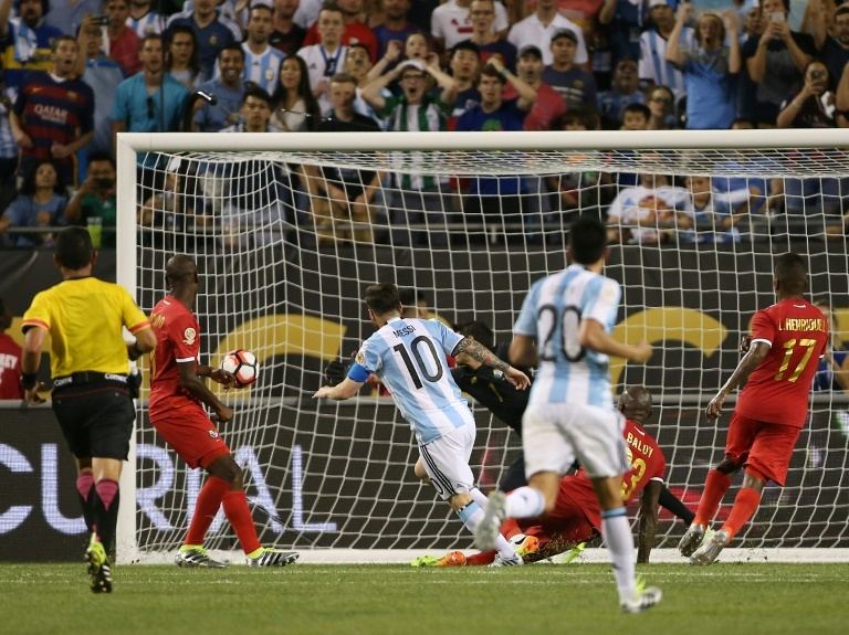 Hat tricks Cristiano vs Messi