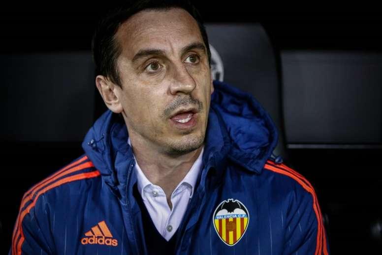 Neville pasó por el banquillo del Valencia. AFP