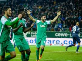 Claudio Pizarro (C) and his Bremen teammates celebrate scoring the 3-3 during the German first division Bundesliga football match in Bremen, northern Germany, on January 30, 2016