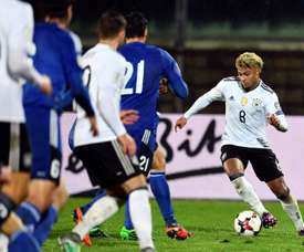 Germanys midfielder Serge Gnabry (R) runs with the ball during their World Cup 2018 qualifying football match on November 11, 2016 at the San Marino stadium in Serravalle