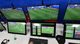 La FIFA trata de mejorar la tecnología del VAR. AFP