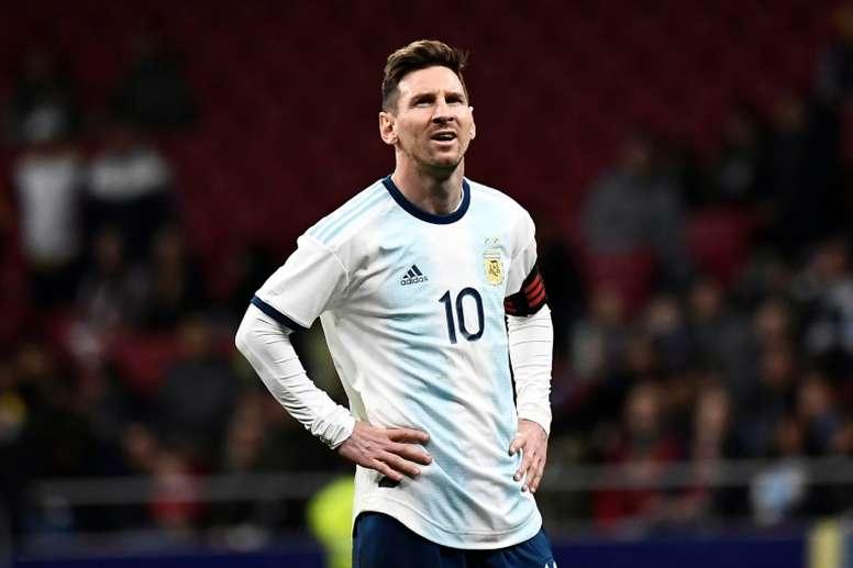 Marcelo Díaz sonó con el Messi chileno. AFP