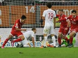 Mainz Japanese striker Yoshinori Muto (L) celebrates scoring during a German first division Bundesliga football match against Augsburg on October 31, 2015