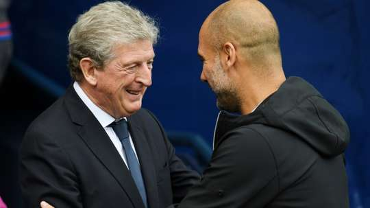 Tacle de Roy Hodgson à Pep Guardiola. AFP