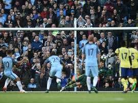 El guardameta neerlandés detuvo dos penaltis al City en el Etihad. AFP