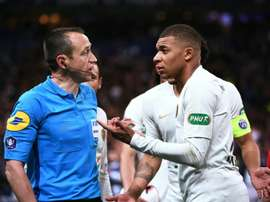 Mbappé pode deixar a briga pela Chuteira de Ouro. AFP