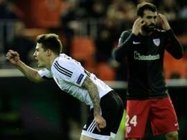 Valencias forward Santi Mina (L) celebrates a goal next to Athletics defender Mikel Balenziaga during the UEFA Europa League round of 16 second leg football match in Valencia on March 17, 2016