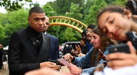 Mbappé debe moverse si quiere ir al Madrid. AFP