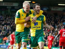 Norwich Citys Wes Hoolahan (R) celebrates with Steven Naismith on January 23, 2016
