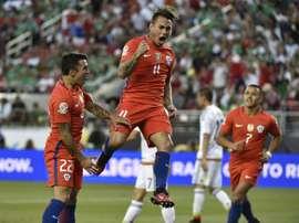 Chiles Eduardo Vargas (C) celebrates after scoring against Mexico during the Copa America Centenario quarterfinal in Santa Clara, California on June 18, 2016
