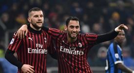 Çalhanoglu podría rechazar la renovación del Milan. AFP