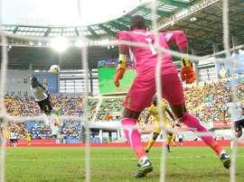 Le joueur du Ghana Asamoah Gyan marque de la tête lors du match de la CAN contre Mali. AFP