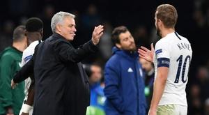 Mourinho a observé son adversaire européen dimanche. AFP