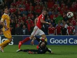 Bale lideró a Gales ante Moldavia con dos goles y una asistencia. AFP