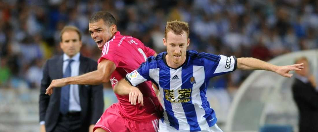 David Zurutuza (right) volleyed home Xabi Prietos corner on 17 minutes as Athletic Bilbao beat Real Sociedad