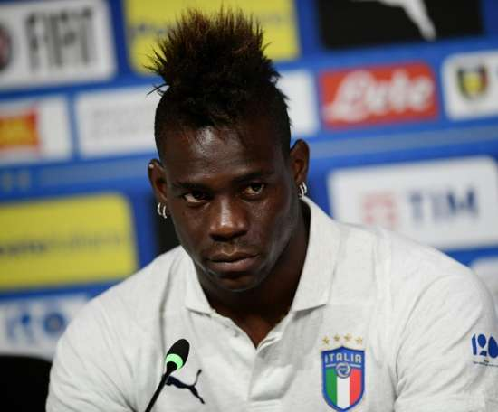 Mancini tells Balotelli to 'wake up' before his career sinks. AFP