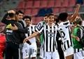 Paulo Dybala (c) podría renovar en breve. AFP/Archivo