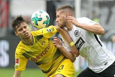 El Borussia le pone precio a Weigl. AFP