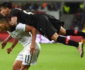 Charles Aránguiz ne forcera pas son départ du Bayer Leverkusen. AFP