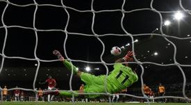 Gary Neville atizó a Pogba tras su fallo ante el Wolves. AFP