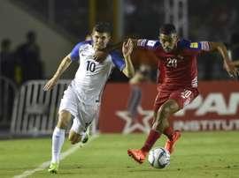 Mala suerte para el jugador panameño. AFP
