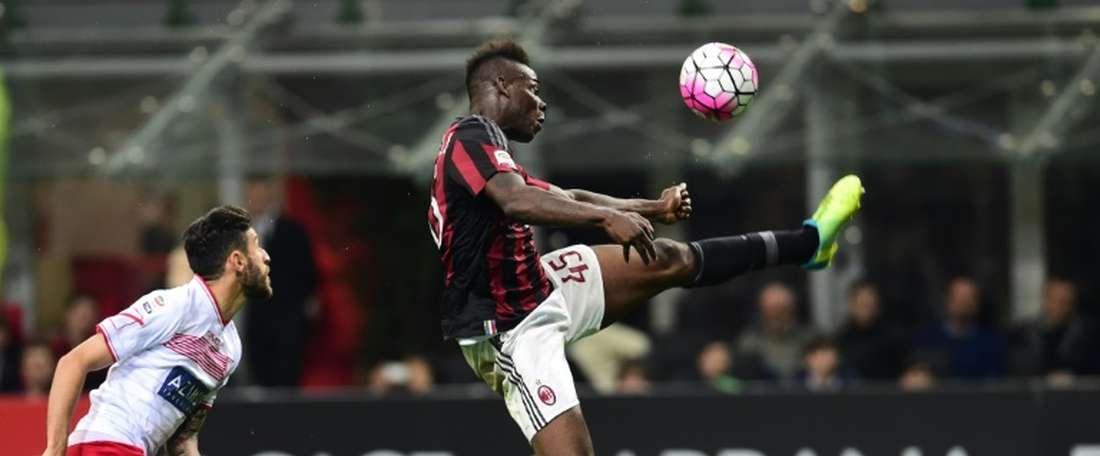 Balotelli falló un penalti al inicio de la segunda mitad. AFP