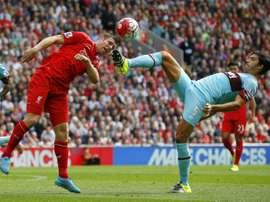 El zaguero podría dejar a los 'hammers' por el Crystal Palace. AFP