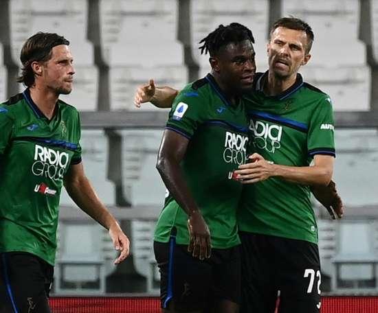 Atalanta only got a draw at Verona despite Duvan Zapata's (C) goal. AFP