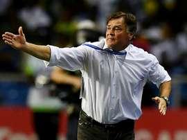 Camacho tendrá que esperar para saber si puede seguir al cargo de la selección de Gabón. EFE/Archivo