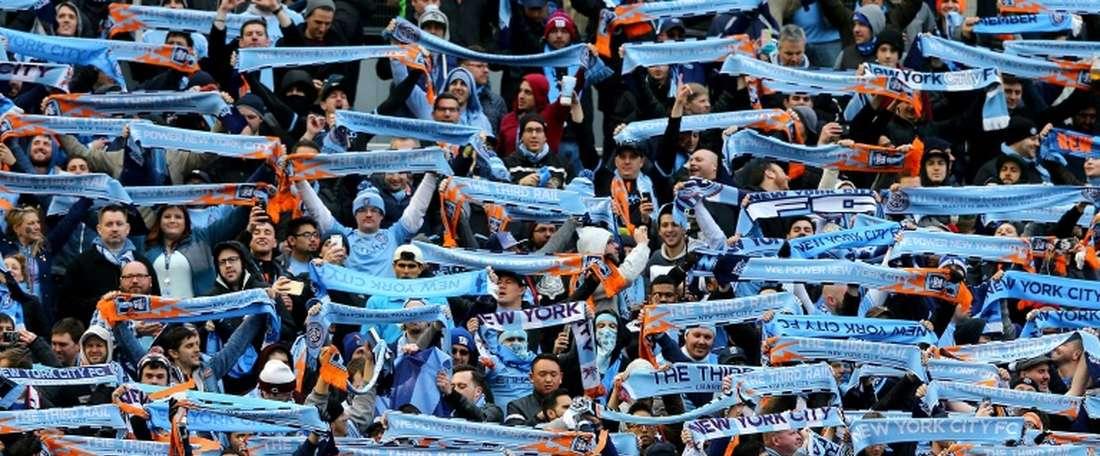 Muchos aficionados del New York City vieron a su equipo empatar en Toronto. AFP