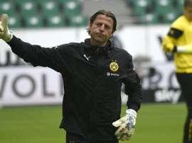 Borussia Dortmunds new coach Thomas Tuchel has dropped Germany goalkeeper Roman Weidenfeller for Swiss stopper Roman Burki for their opening Bundesliga clash against Borussia Moenchengladbach