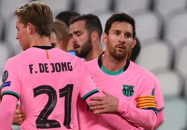 Messi se abona al punto de penalti. AFP