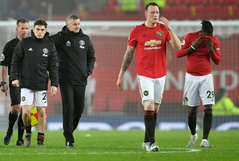 Twitter apologises to Man United, Phil Jones after jibe