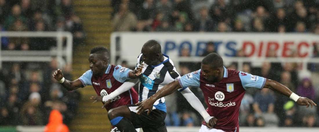 Aston Villas defender Jores Okore (R) and midfielder Idrissa Gueye (L) challenge Newcastle Uniteds striker Papiss Cisse during the English Premier League football match in Newcastle-upon-Tyne, north east England on December 19, 2015