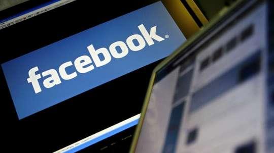 El fútbol también recurre a Facebook. AFP