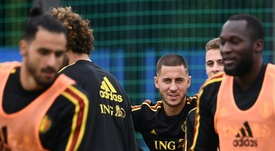Praet y Vanaken defendieron a Hazard. AFP/Archivo