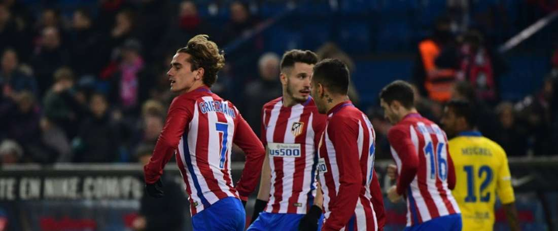 Atletico Madrids forward Antoine Griezmann (L) celebrates after scoring during the Spanish Copa del Rey round of 16 second leg football match against Las Palmas January 10, 2017