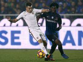 Roma's Stephan El Shaarawy (L) fights for the ball with Atalanta's Franck Kessie. AFP
