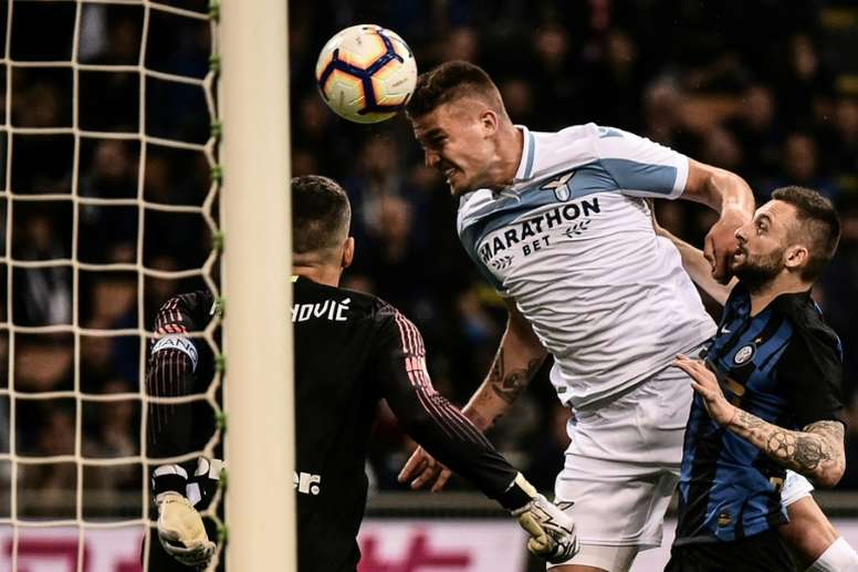 Milinkovic-Savic se mantiene en el radar del Madrid, según la prensa italiana. AFP