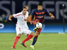 Barcelonas Uruguayan forward Luis Suarez (R) vies with Sevillas Adil Rami during the UEFA Super Cup final football match in Tbilisi on August 11, 2015